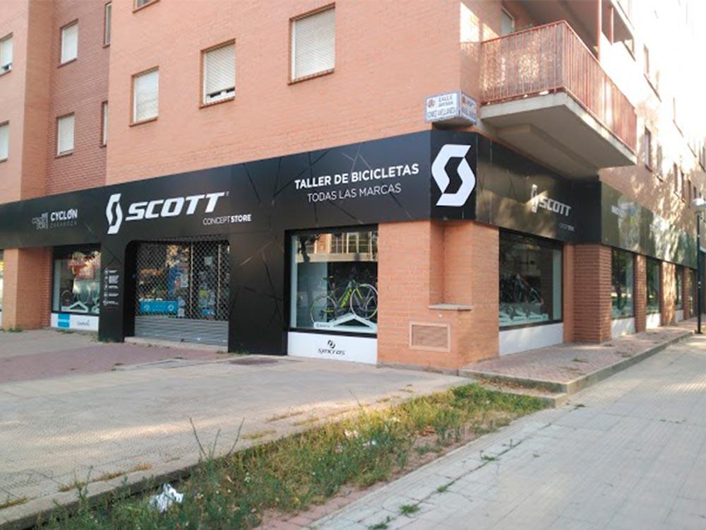 Scott Zaragoza Cyclon fachada